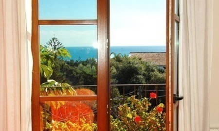 Charming beachside detached villa for sale in Eastern Marbella 12