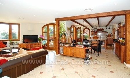 Charming beachside detached villa for sale in Eastern Marbella 7
