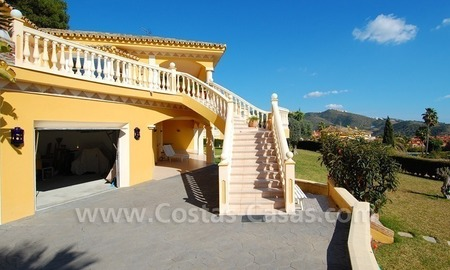 Stunning luxury villa to buy in Marbella East 4