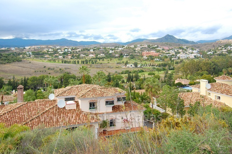Classical Spanish style villa to buy in the area of Marbella – Estepona. 3