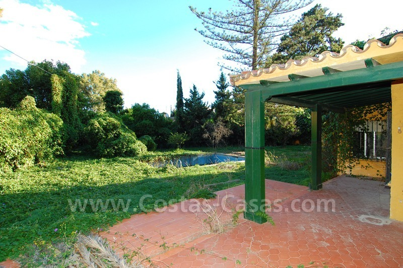 Bargain plot with detached villa to renovated for sale near the beach in San Pedro – Marbella