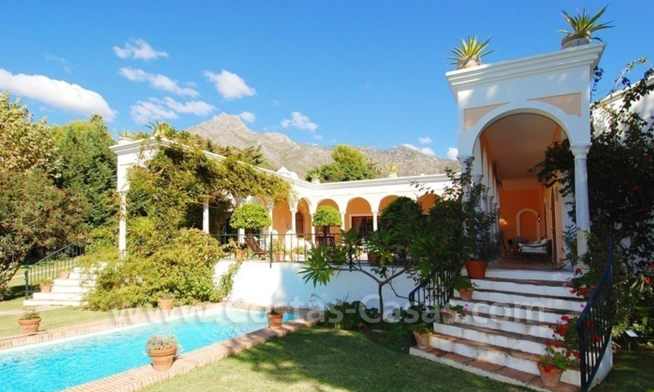 Romantic villa for sale above the Golden Mile in Marbella 10