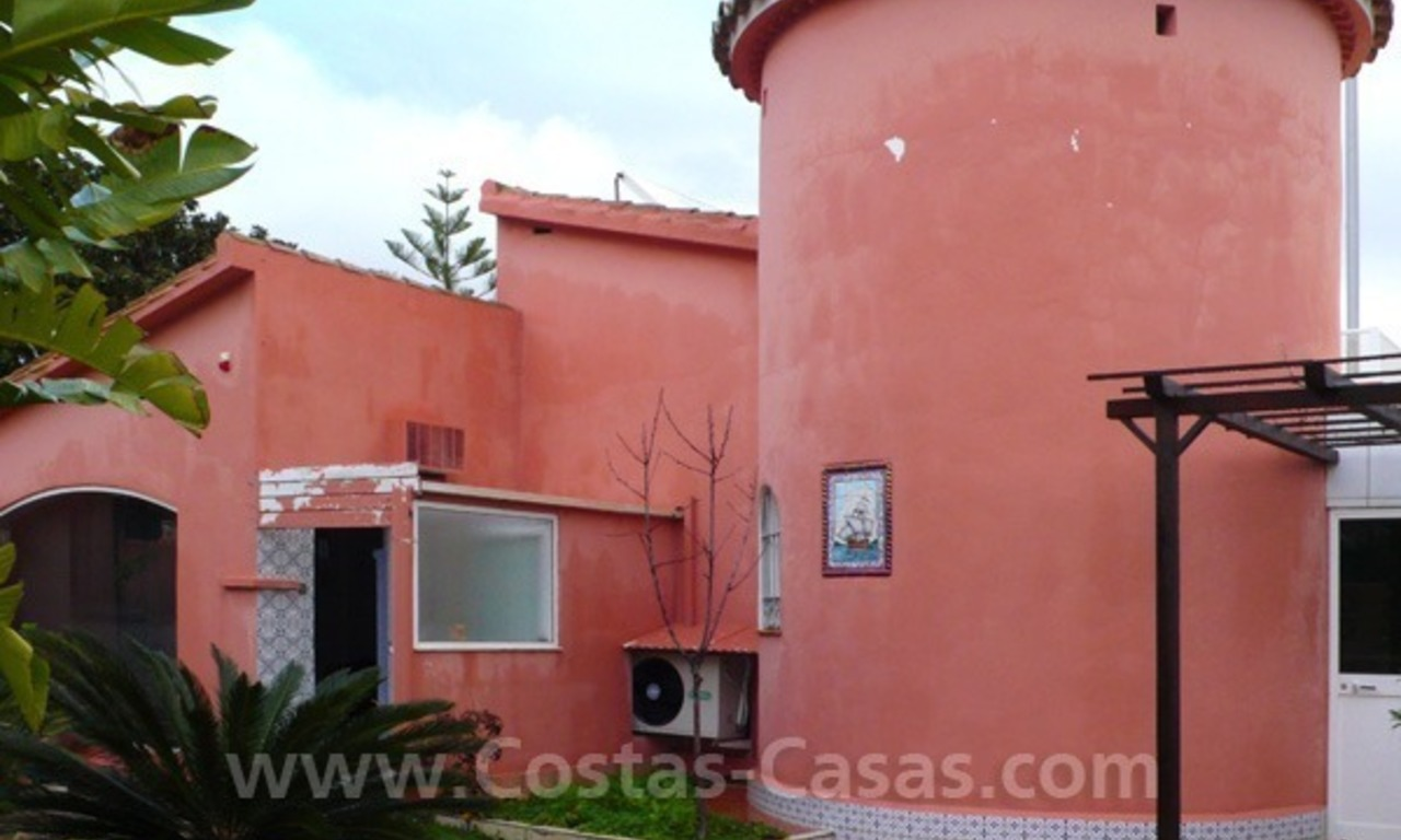 Cozy detached villa to buy on sea side in East of Marbella 7