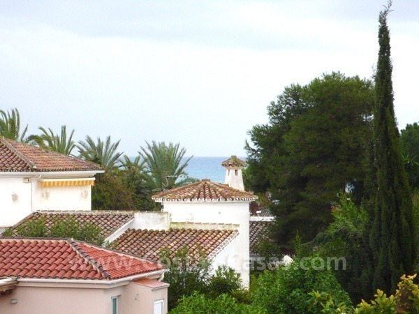 Cozy detached villa to buy on sea side in East of Marbella