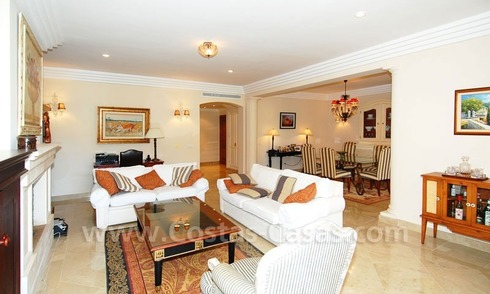 Ample luxury apartment to buy in Nueva Andalucia, Marbella