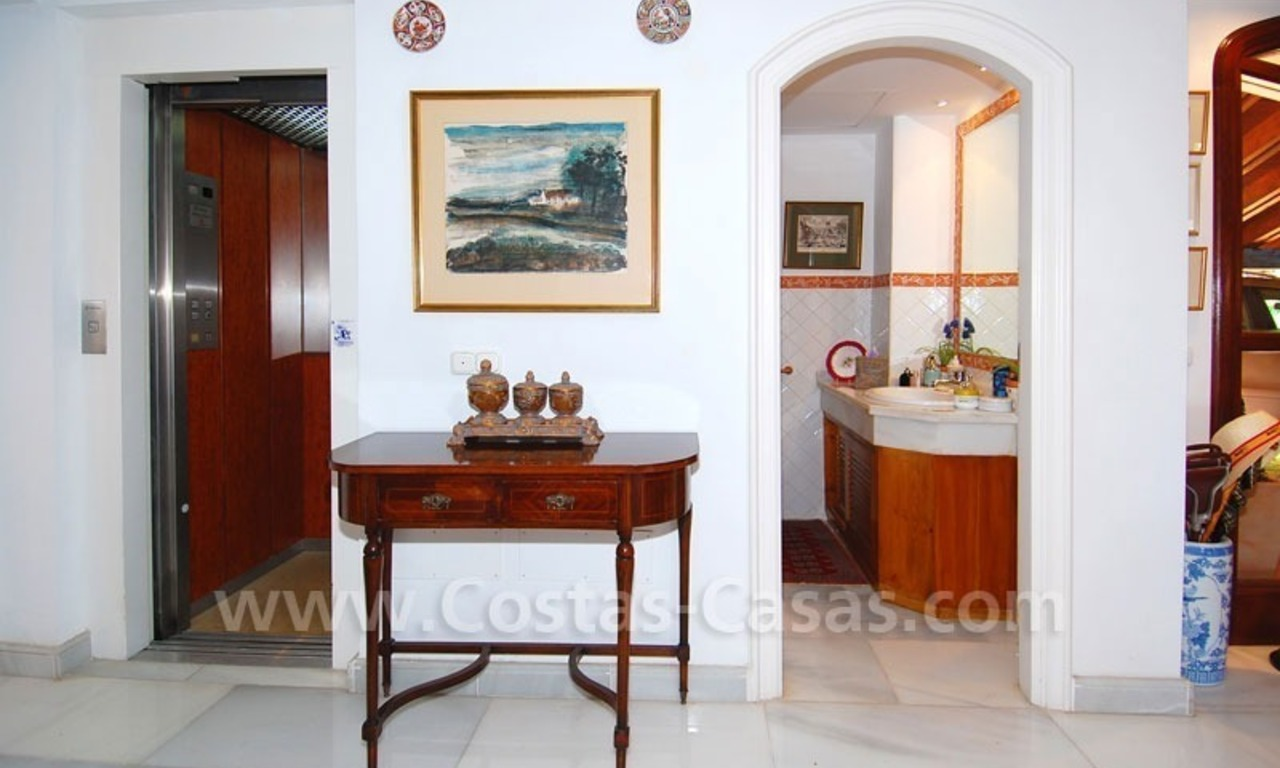 Frontline golf villa for sale in Marbella, walking distance to beach 18