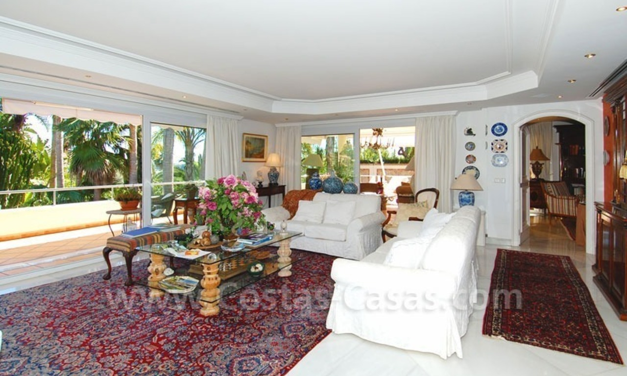 Frontline golf villa for sale in Marbella, walking distance to beach 11