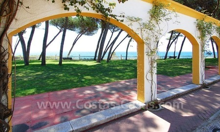 Spacious duplex penthouse apartment to buy on the beachfront complex in Marbella on the Golden Mile 5