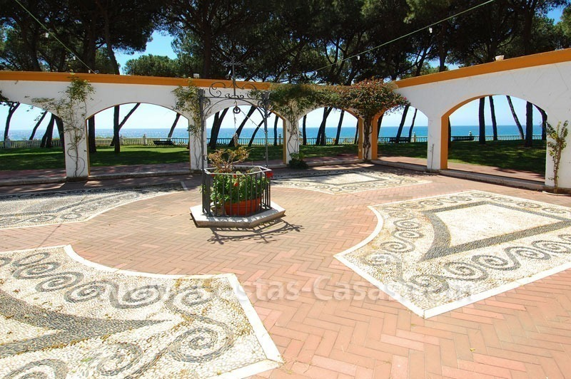 Spacious duplex penthouse apartment to buy on the beachfront complex in Marbella on the Golden Mile 7