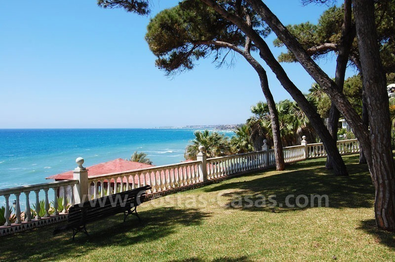 Spacious duplex penthouse apartment to buy on the beachfront complex in Marbella on the Golden Mile 1