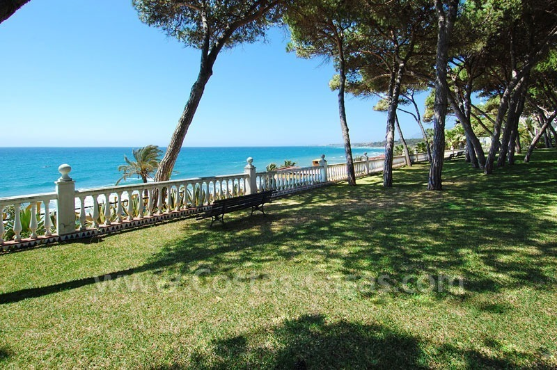 Spacious duplex penthouse apartment to buy on the beachfront complex in Marbella on the Golden Mile 3