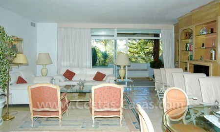 Spacious duplex penthouse apartment to buy on the beachfront complex in Marbella on the Golden Mile 23