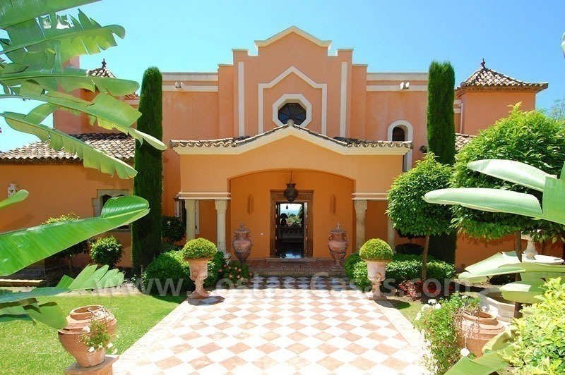 Luxury classical style villa to buy in Sierra Blanca, Marbella 6