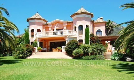 Luxury classical style villa to buy in Sierra Blanca, Marbella 1
