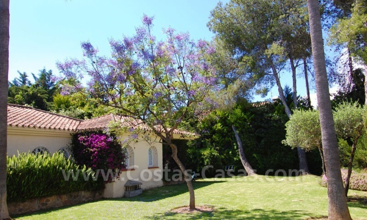 Charming andalusian styled villa for sale on first line golf in Nueva Andalucía, Marbella 10