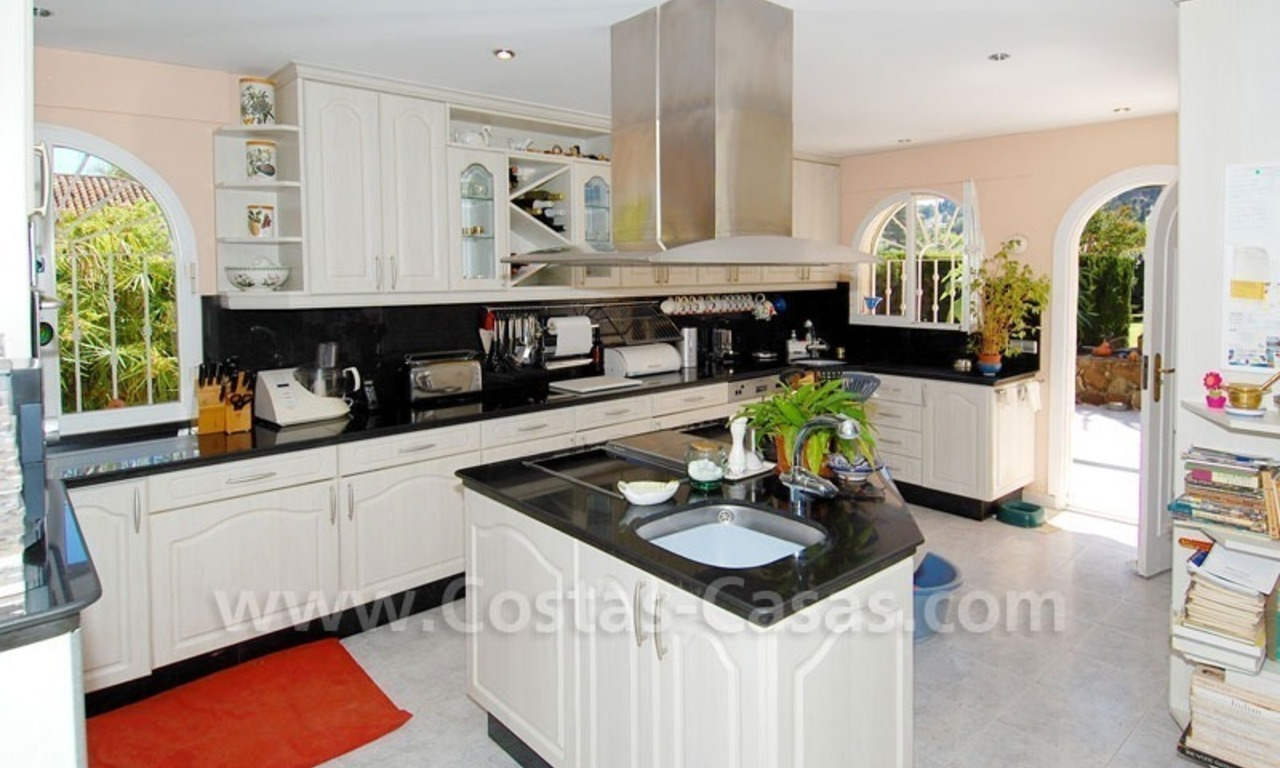 Charming andalusian styled villa for sale on first line golf in Nueva Andalucía, Marbella 16