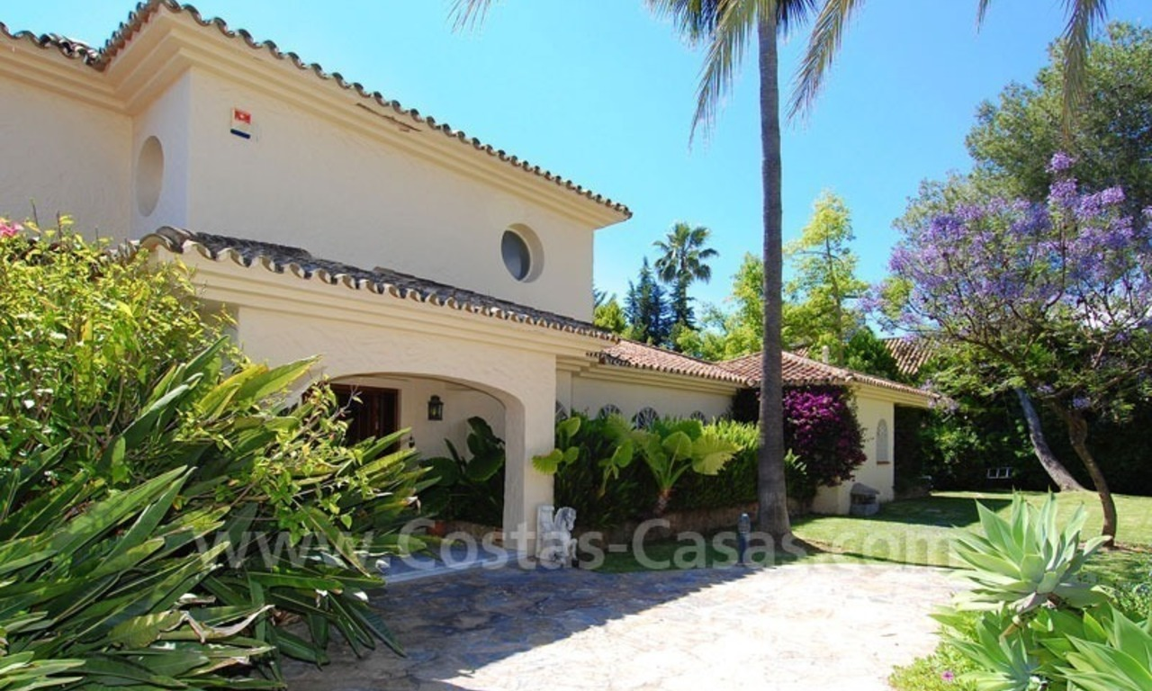 Charming andalusian styled villa for sale on first line golf in Nueva Andalucía, Marbella 11