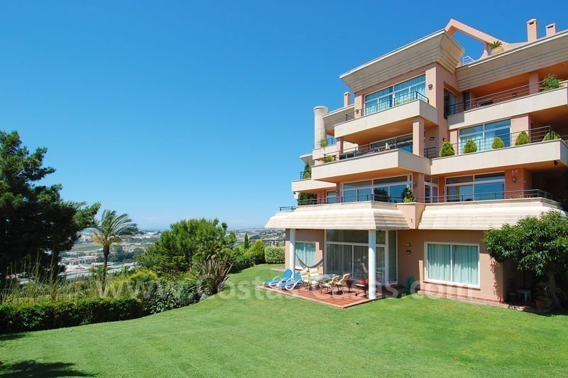 Spacious luxury apartment for sale in Nueva Andalucía, Marbella 0