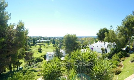 Cozy first line golf apartment to buy in Nueva Andalucía, Marbella
