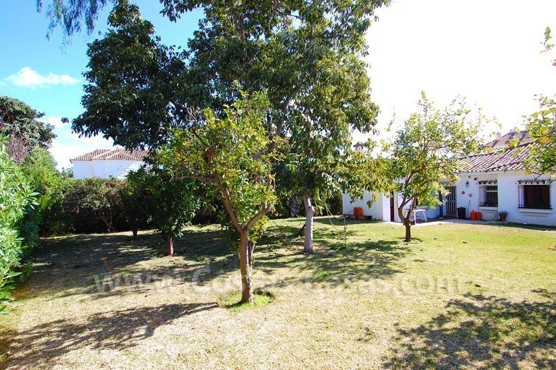 Plot with a detached villa for sale in Marbella town centre 1