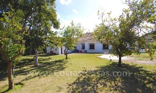 Plot with a detached villa for sale in Marbella town centre 0