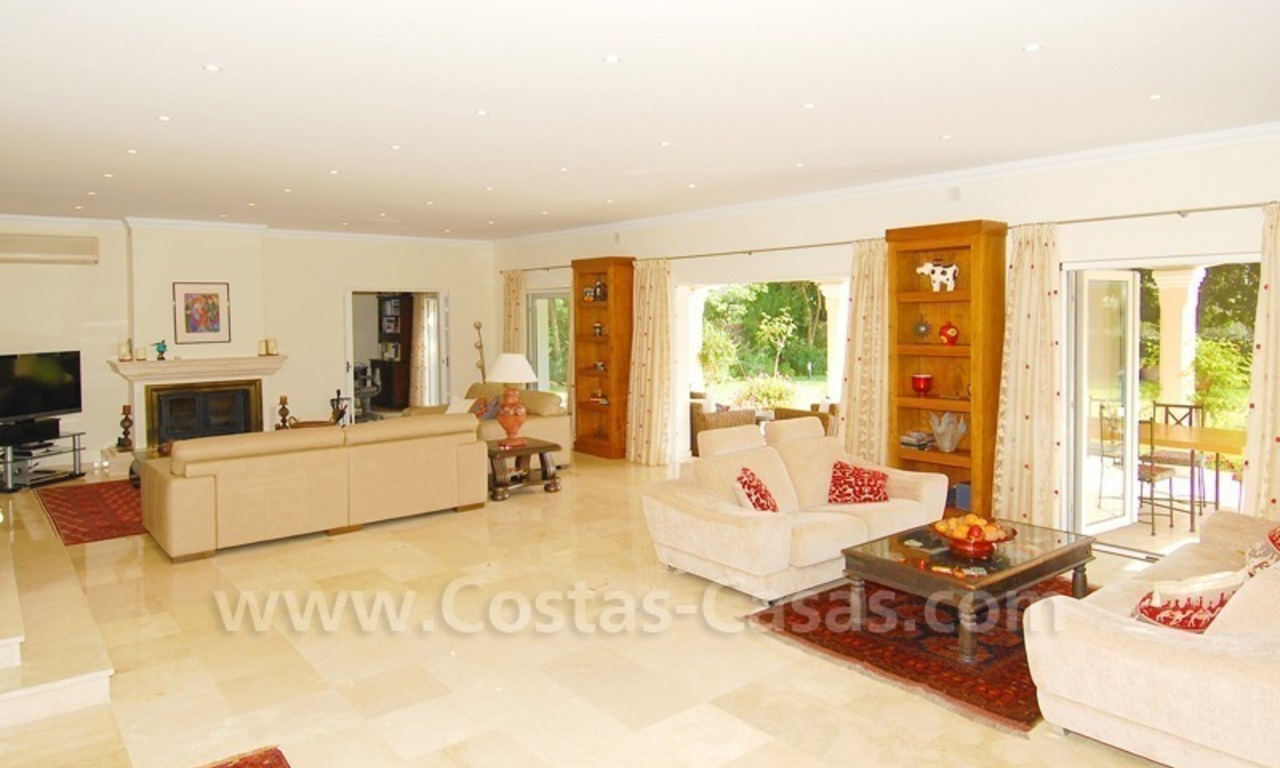 Frontline golf luxury villa for sale in Nueva Andalucia - Marbella 11