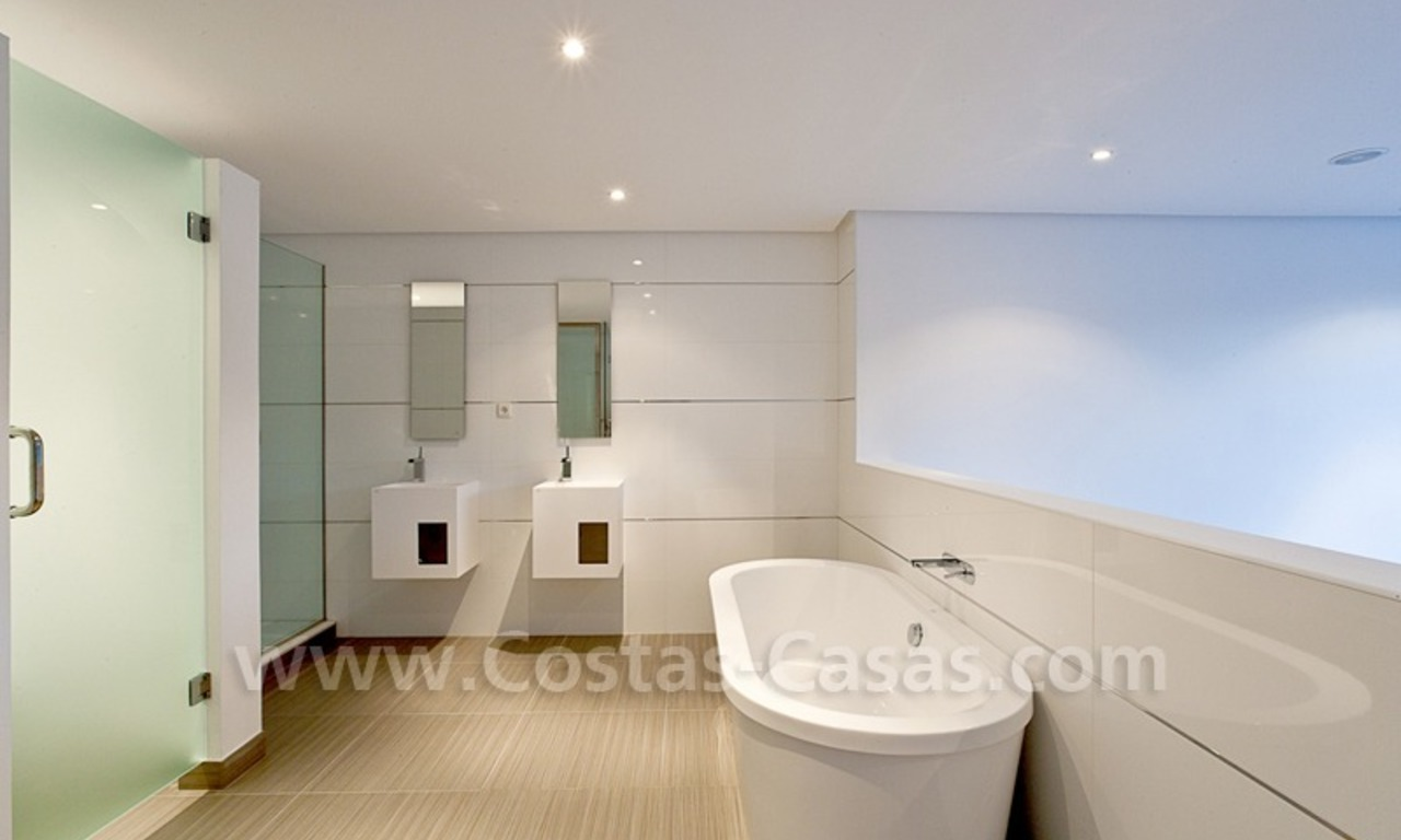 Modern styled first line golf villa for sale in Nueva Andalucía, Marbella 9