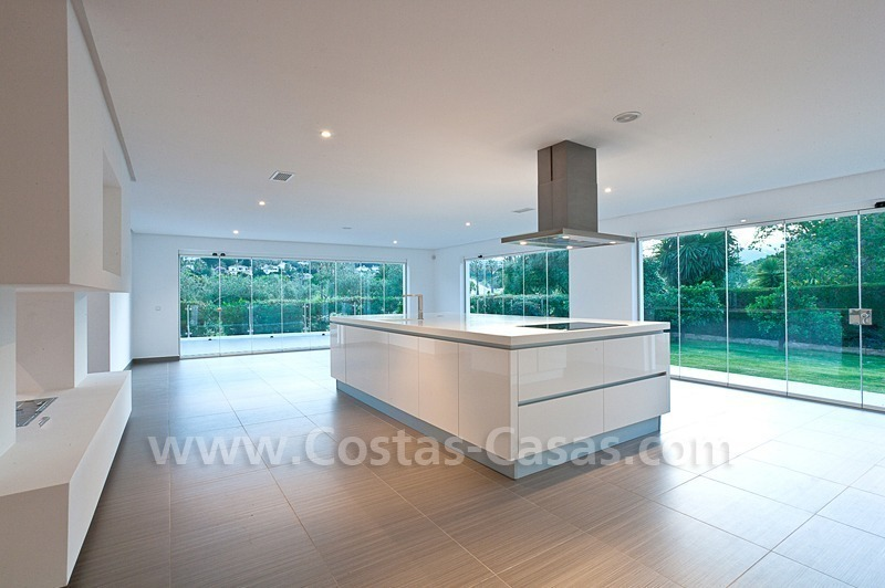Modern styled first line golf villa for sale in Nueva Andalucía, Marbella 7
