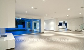 Modern styled first line golf villa for sale in Nueva Andalucía, Marbella 3