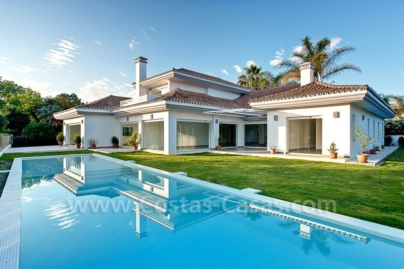 Modern styled first line golf villa for sale in Nueva Andalucía, Marbella