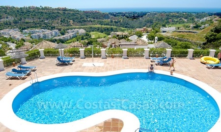 Bargain apartment to buy on first line golf in West Marbella – Benahavis 2