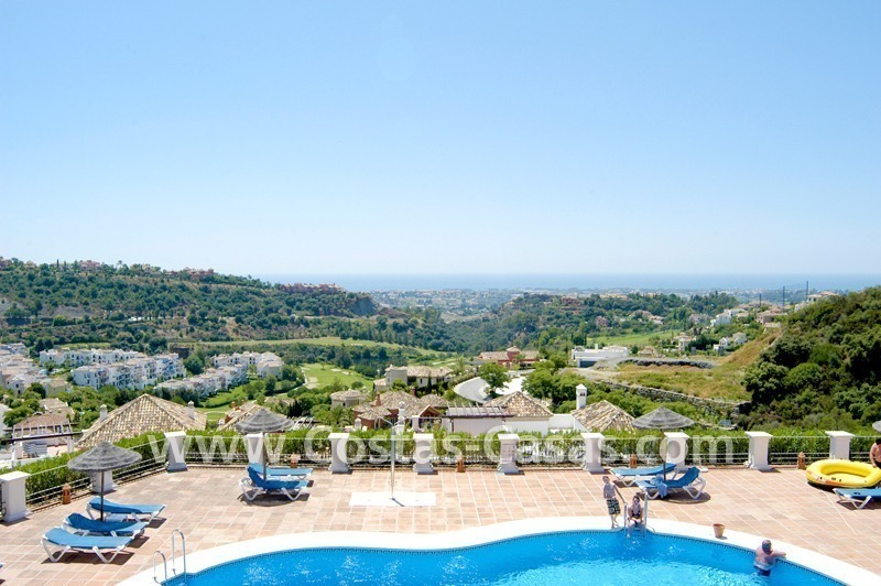 Bargain apartment to buy on first line golf in West Marbella – Benahavis 1