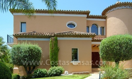 Unique front line golf andalusian styled villa to buy in Nueva Andalucía, Marbella 4
