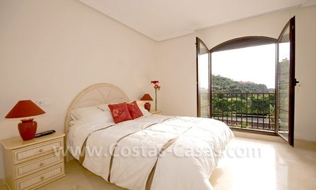Bargain golf penthouse apartment for sale in the area of Marbella – Benahavis 9