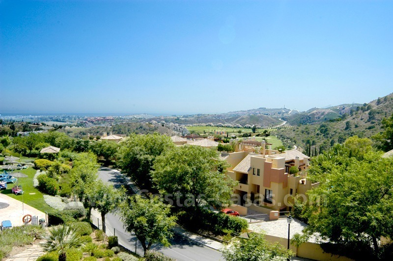 Bargain golf apartment to buy in West Marbella – Benahavis