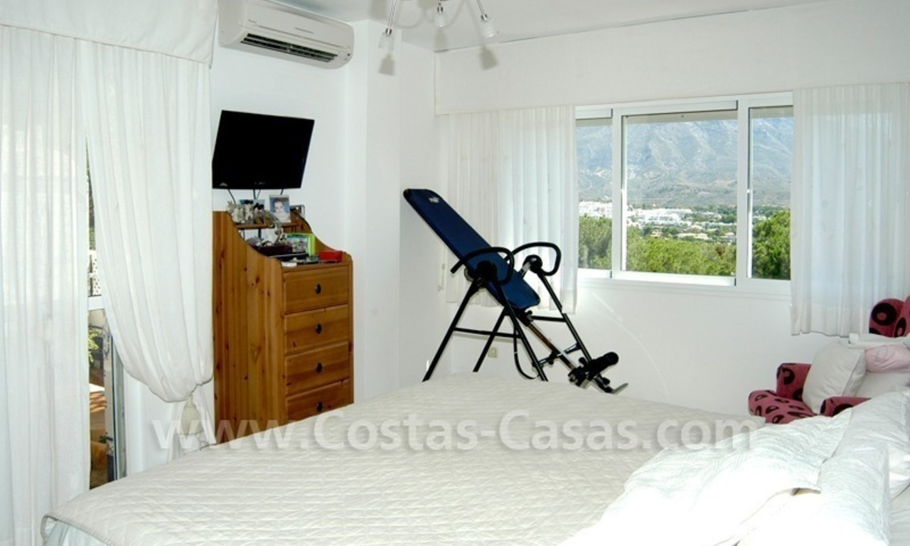 Bargain golf town-house to buy in an up-market area of Nueva Andalucía, Marbella 14