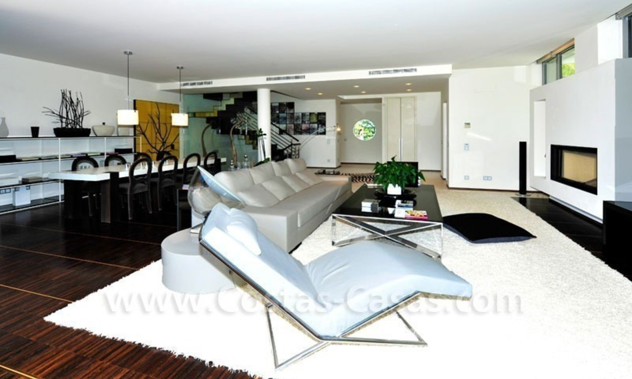 Contemporary style luxury houses for sale on the Golden Mile in Marbella 9