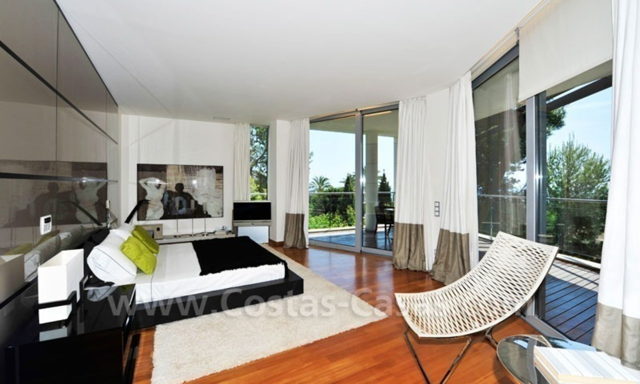 Contemporary style luxury houses for sale on the Golden Mile in Marbella 15