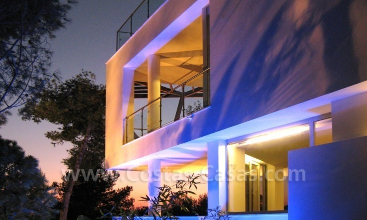 Contemporary style luxury houses for sale on the Golden Mile in Marbella 28