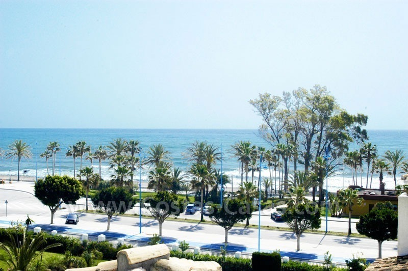 Spacious duplex penthouse apartment to buy on the beachfront complex in Marbella