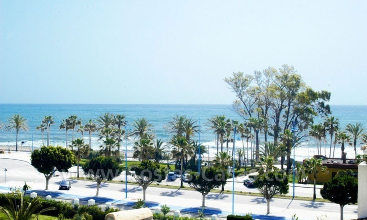 Spacious duplex penthouse apartment to buy on the beachfront complex in Marbella 0