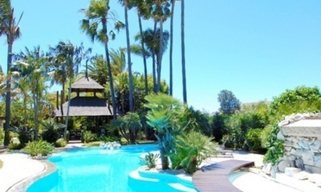 Exclusive front line golf Bali styled villa for sale in Nueva Andalucía, Marbella 2
