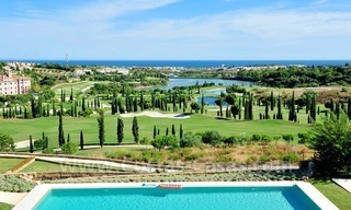Contemporary frontline golf apartments for sale - Marbella - Benahavis 14