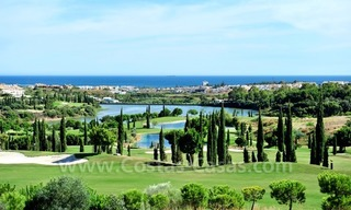 Contemporary frontline golf apartment for sale - Marbella - Benahavis 7