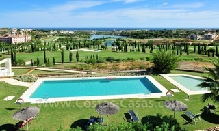 Contemporary frontline golf apartment for sale - Marbella - Benahavis 8