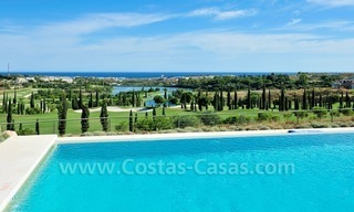 Contemporary frontline golf apartment for sale - Marbella - Benahavis 9