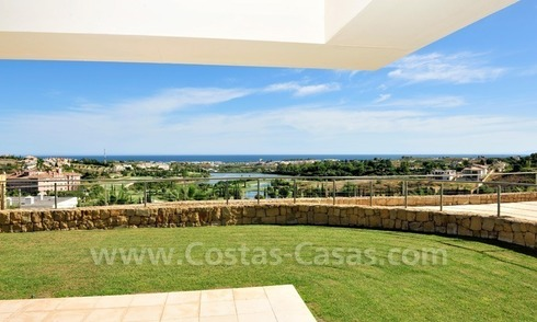 Contemporary frontline golf apartment for sale - Marbella - Benahavis