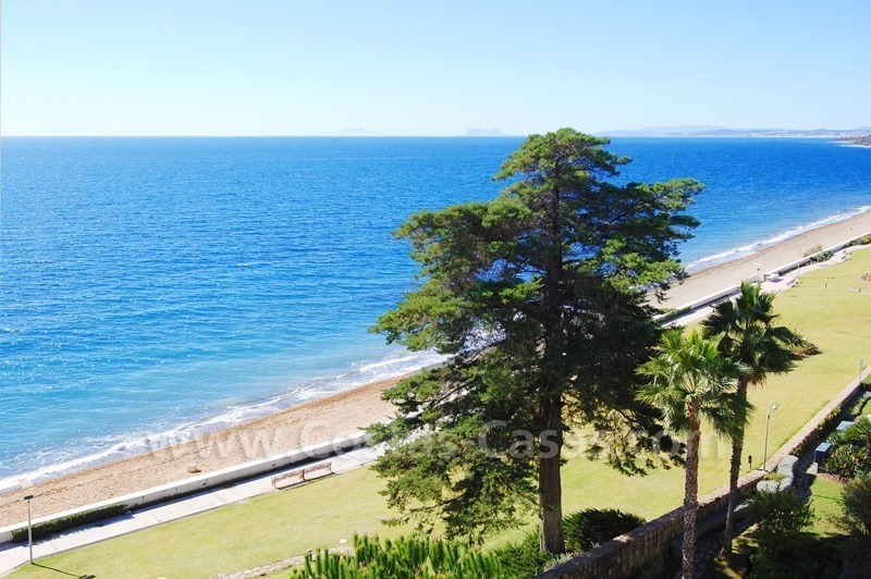 Seafront apartment for sale in a beachfront complex, New Golden Mile, Marbella - Estepona