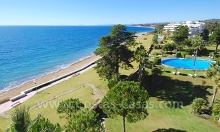 Seafront apartment for sale in a beachfront complex, New Golden Mile, Marbella - Estepona 1