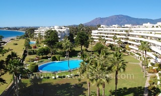 Seafront apartment for sale in a beachfront complex, New Golden Mile, Marbella - Estepona 2